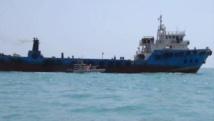 """بسبب سفينة إماراتية.. أنصار""""الانتقالي"""" يتظاهرون ضد قوات سعودية"""