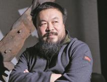 الفنان آي ويوي ينظم احتجاجا أمام محكمة بريطانية لدعم جوليان أسانج