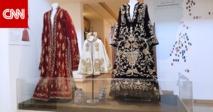 لكل فستان قصة. .معرض يوُثق حكاية الثراث السوري في الأردن
