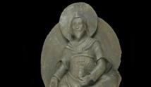 """اكتشاف تمثال كبير لـ""""بوذا"""" مع صور وتمائم على ضفاف نهر في لاوس"""