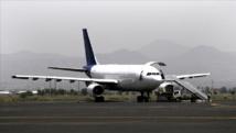 """الحكومة : الحوثيون رفضوا فتح مطار صنعاء """"إلا بشروط"""""""