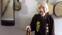 شيخ في الـ 95 يحافظ على الموسيقى الفيتنامية التقليدية