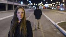 تطبيق موبايل بريطاني جديد لحماية النساء أثناء السير وحدهن