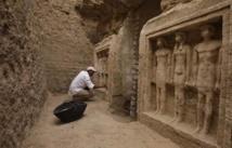 سقوط كتلة حجرية من سور مقبرة فرعونية في محيط اهرامات الجيزة