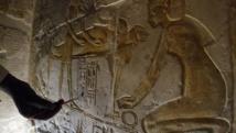 يمتاز الملك الفرعوني عن رعاياه في الملبس