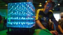 فوز مخترعي المصباح المقتصد للطاقة والصديق للبيئة بجائزة نوبل للفيزياء