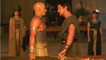 مشهد من فيلم سفر الخروج،آلهة وملوك
