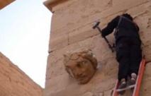 داعش يظهر عناصره وهم يدمرون اثار مدينة الحضر العراقية