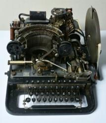 تفكيك رموز آلة لتبادل الرسائل المشفرة بين الجنرالات النازيين