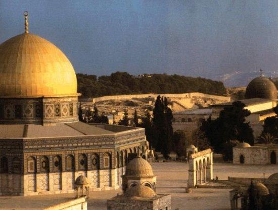 قصيدة أحمد مطر عن القدس ... ارفعوا أقلامكم عنها قليلا