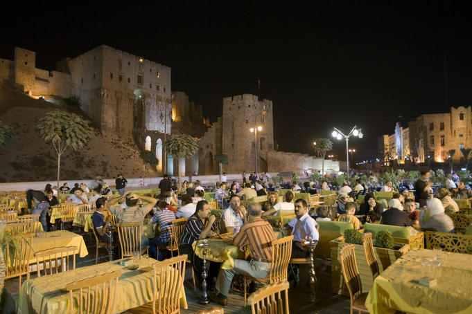 الجامع الأموي والأسواق التاريخية والقلعة معالم دمرتها الحرب بحلب