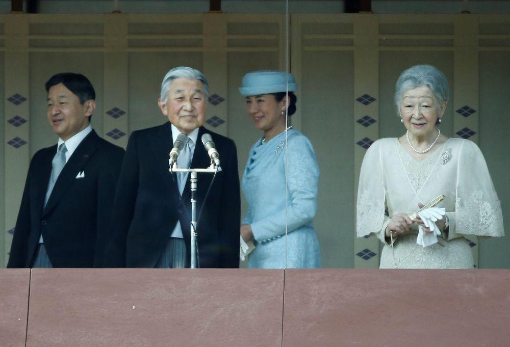 اليابان تدرس السماح للإمبراطور بالتخلي عن العرش خلال عامين