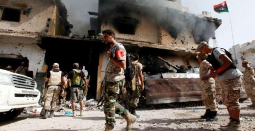 اشتباكات في طرابلس بين مجموعات مسلحة للإنقاذ وأخرى للوفاق