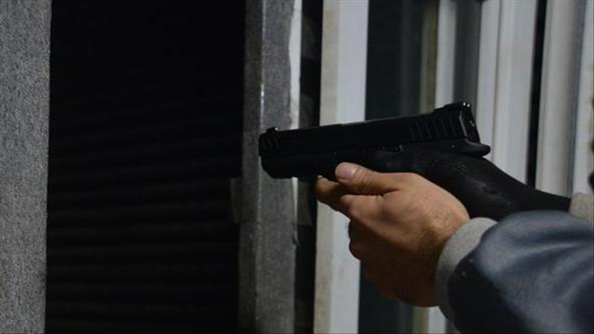 وزير جزائري سابق يطلق النار على زوجته
