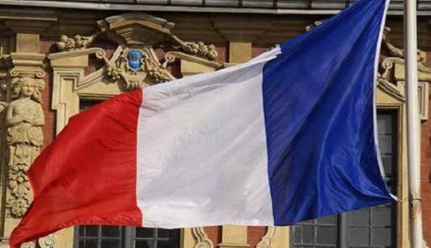 فرنسا تنوي سن قوانين لمنع توظيف أقارب الوزراء والبرلمانيين