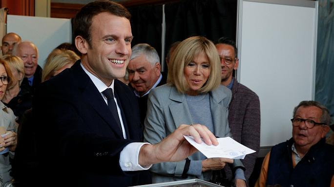 فرنسا: حزب ماكرون في طريقه للفوز بأغلبية برلمانية كبيرة