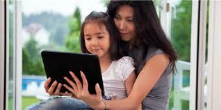 الكتب الإلكترونية أفضل بالنسبة للأطفال من سن عام إلى 3أعوام