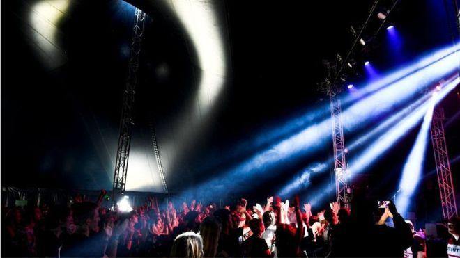 """السويد تنظم مهرجانا موسيقيا """"بدون رجال"""""""
