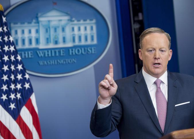 سبايسر ناطق البيت الابيض يؤكد التقارير الإعلامية عن استقالته