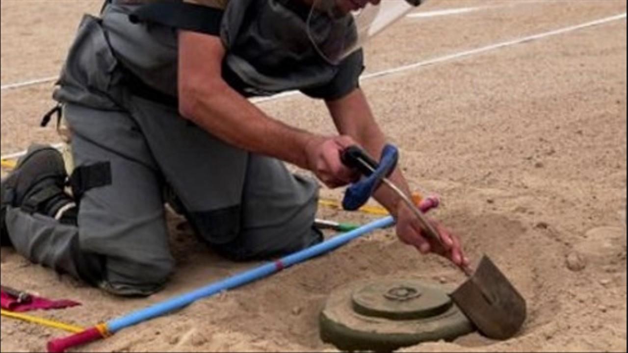 السفارةالبريطانية:تدريب عسكريين ليبيين من بنغازي على إزالة الألغام