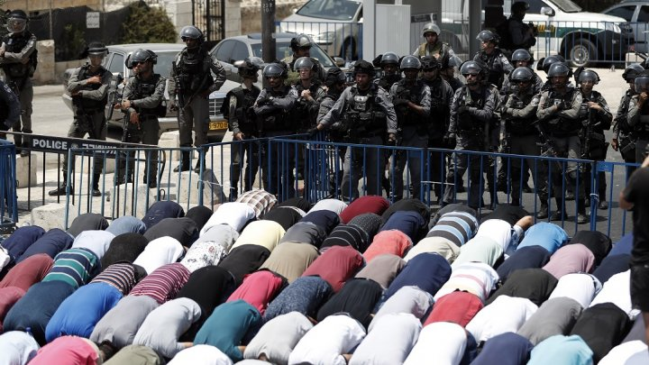 البوابات الإلكترونية حول الأقصى: قرار إسرائيلي وضعها في مأزق