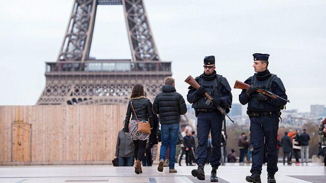 وحدة مكافحة الإرهاب تحقق بحادثة دهس استهدفت جنودا في باريس