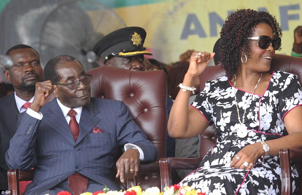 موجابي يصل جنوب إفريقيا لمداراة  فضيحة زوجته