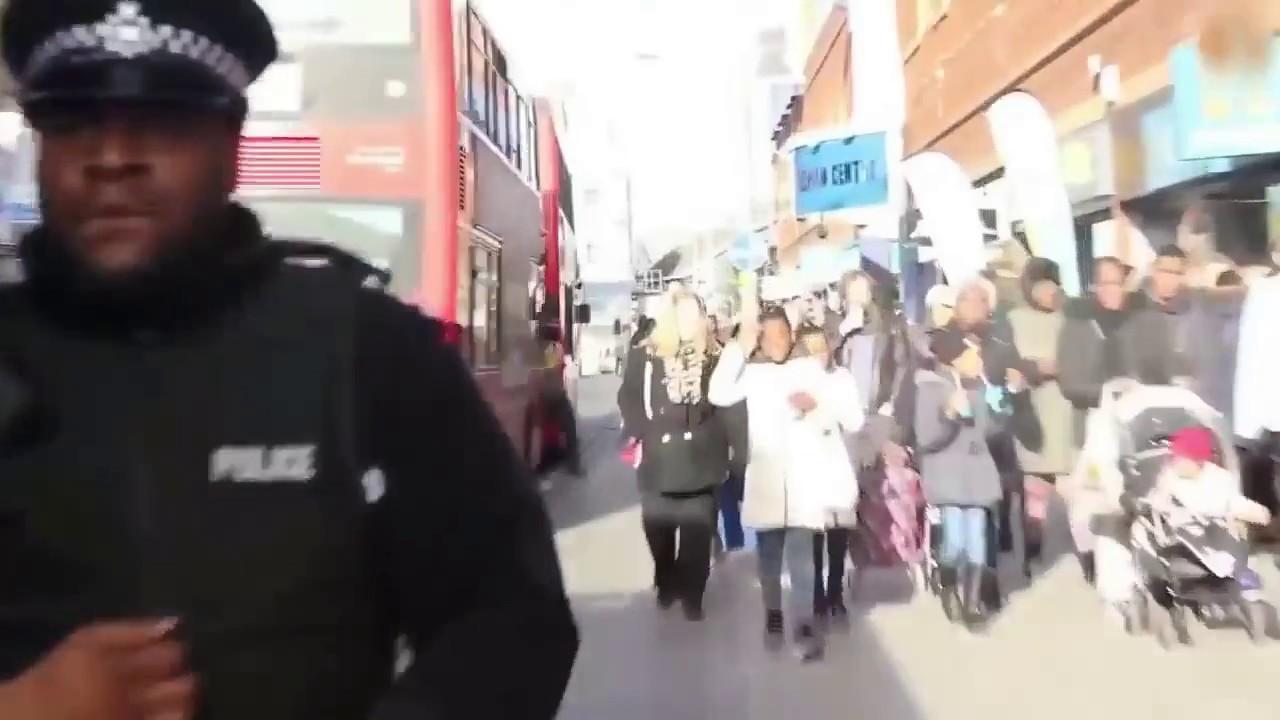 رقصة شوارع لرجل شرطة تحوله إلى نجم في فيديو