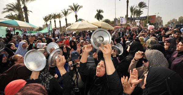 السيناتور ماكين ينتقد المحاكمات الجماعية في مصر