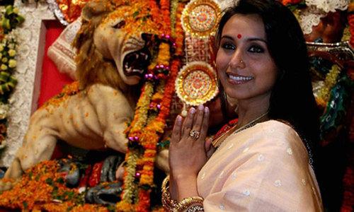 """صناعة السينما التي """"تساعد على محو أمية الملايين"""" في الهند"""