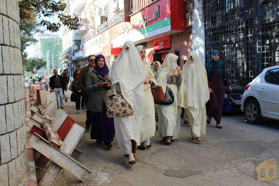 الجزائريون يشعرون بالقلق من المستقبل المجهول