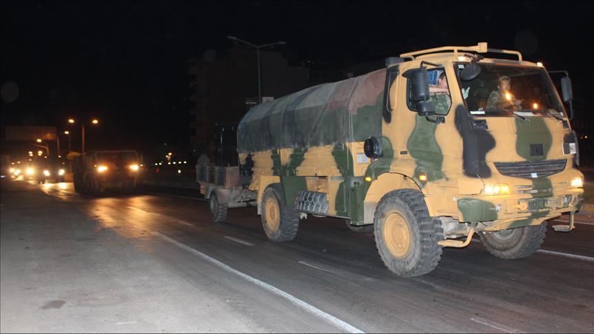 تركيا تنشر تعزيزات عسكرية إضافية على حدودها مع إدلب السورية