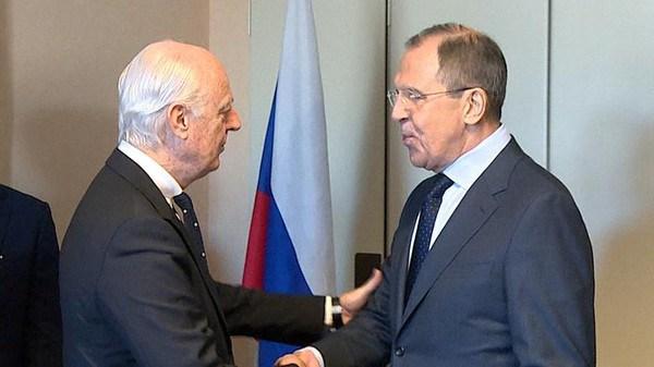 دي ميستورا يبحث مع لافروف وشويغو استئناف مفاوضات جنيف