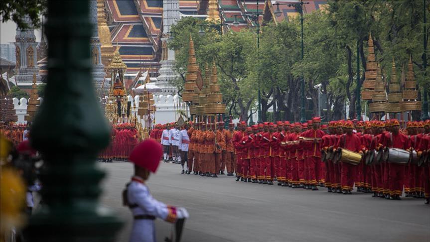 بدء مراسم عملية الحرق الرمزية لجثمان ملك تايلاند الراحل بوميبول
