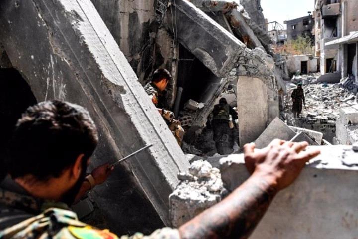 قائد عسكري سوري ينفي التفاوض مع مسلحي داعش بدير الزور