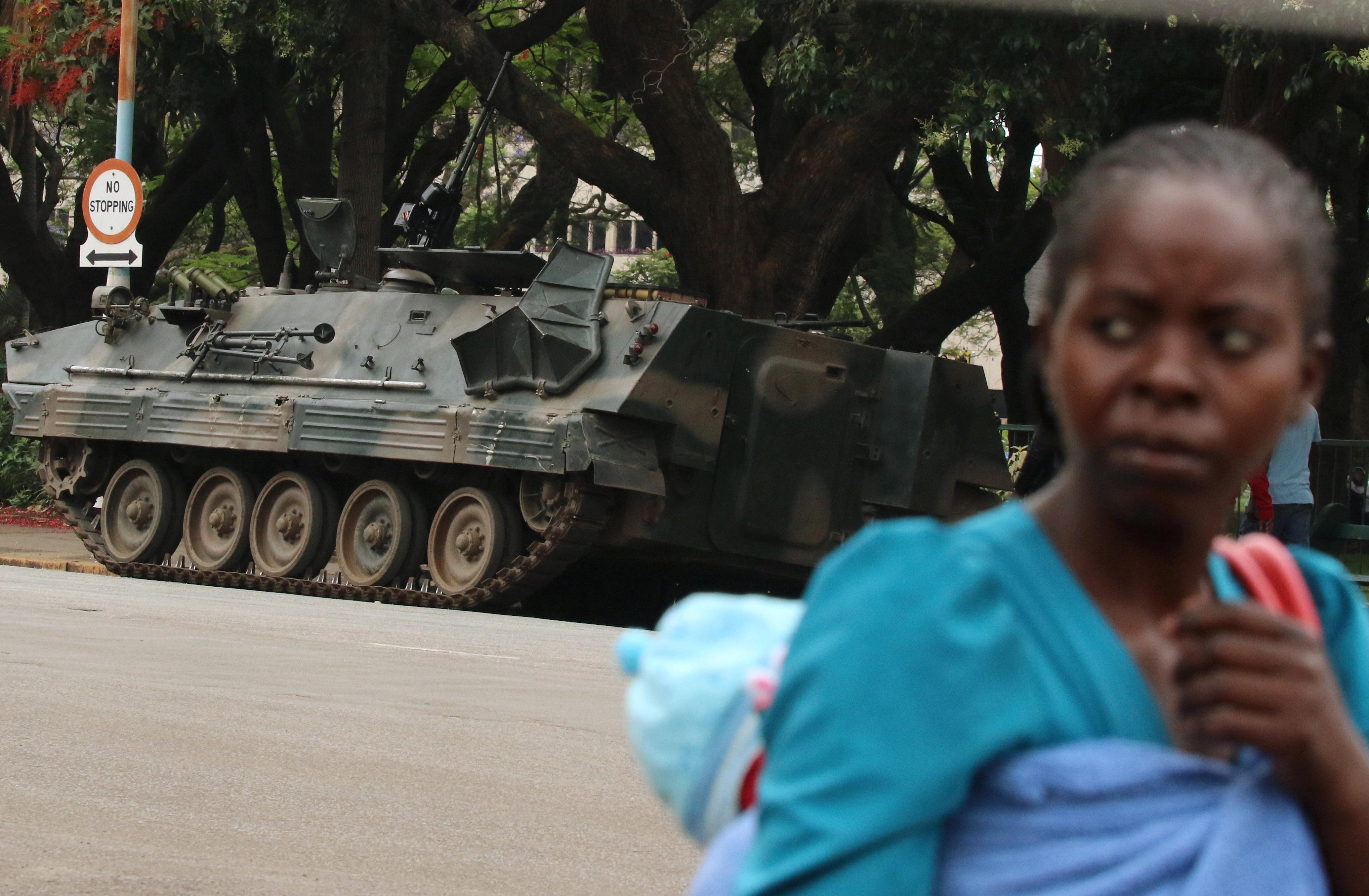 برلمان زيمبابوي يصوت الثلاثاء على عزل الرئيس موغابي