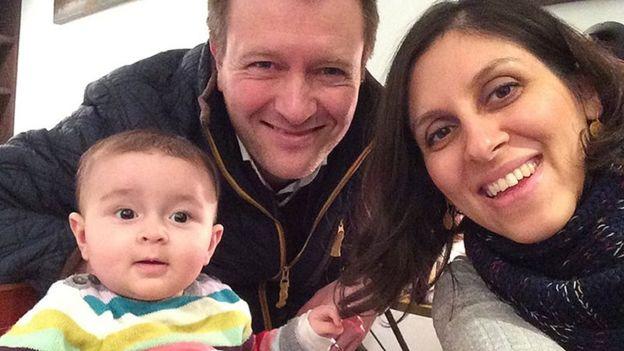 نازارين مع زوجها وطفلها