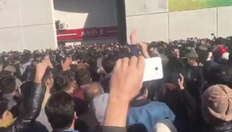 مظاهرات في  مشهد الايرانية وهتافات ضد روحاني