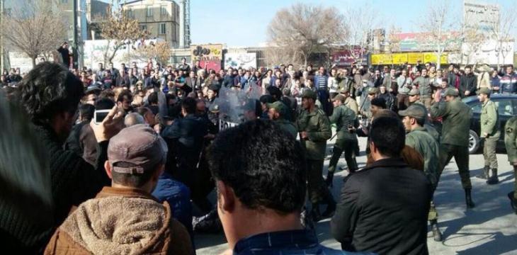 خمسة قتلى ومئات المصابين في مظاهرات ايرانية متصاعدة وشاملة