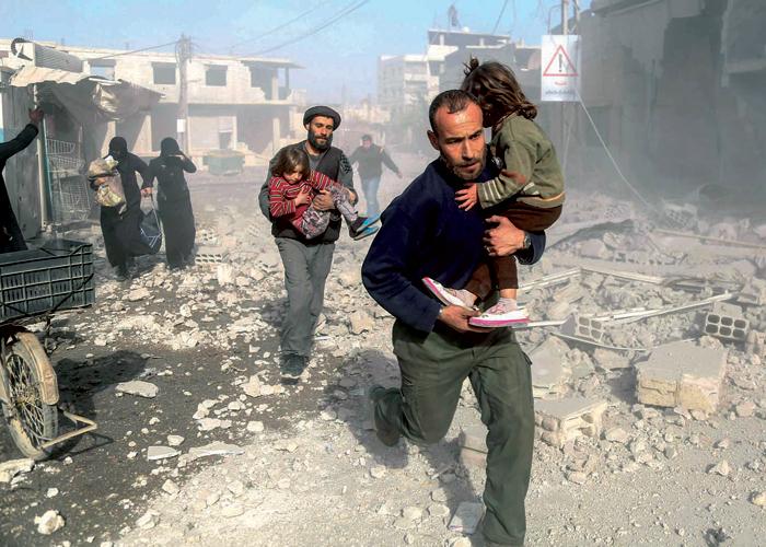 خمسة قتلى و25 مصابا في قصف جوي على غوطة دمشق
