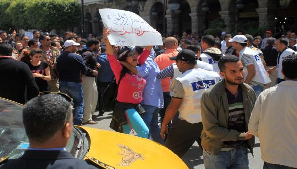 هدوء يسود تونس بعد احتجاجات ليلية تخللتها عمليات تخريب ونهب