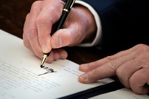 محام : ترامب يرفض نشر مذكرة للديمقراطيين بشأن روسيا