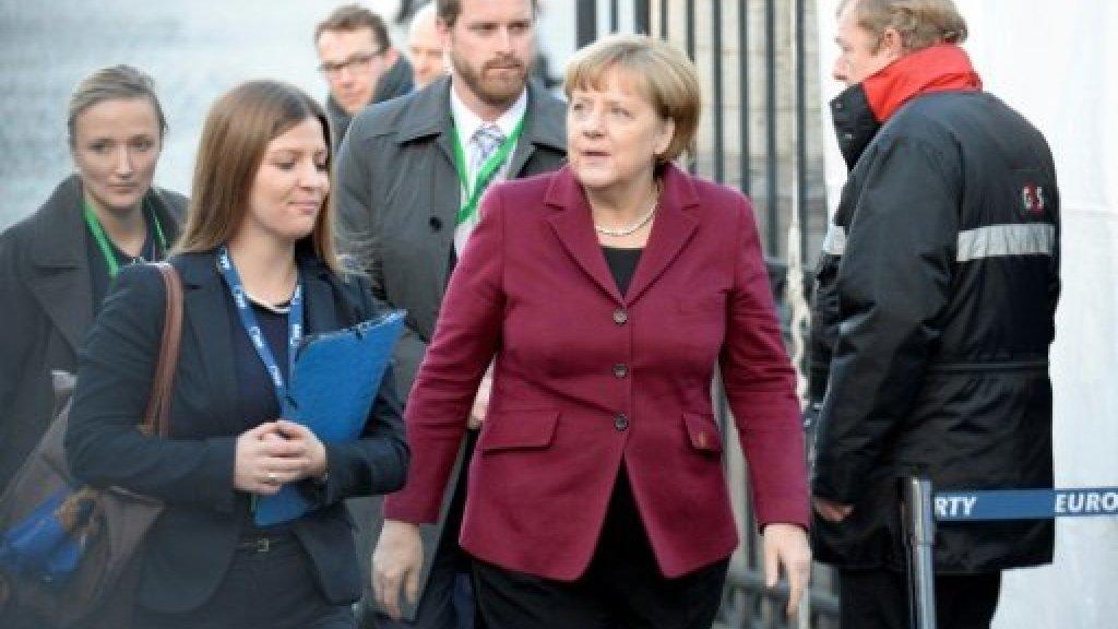 ميركل تدعوالأحزاب للتوافق وتتمسك بسياسة استقرار اليورو
