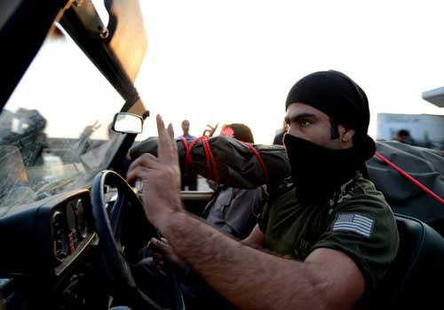 باحثة إسرائيلية: تل أبيب تدعم المعارضة السورية بالمال والسلاح