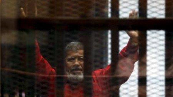 مرسي محروم من ادويته وممنوع من التواصل مع بقية المساجين