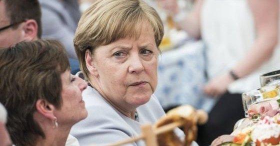 انتقاد لموقف ميركل إزاء ضربة عسكرية محتملة في سورية
