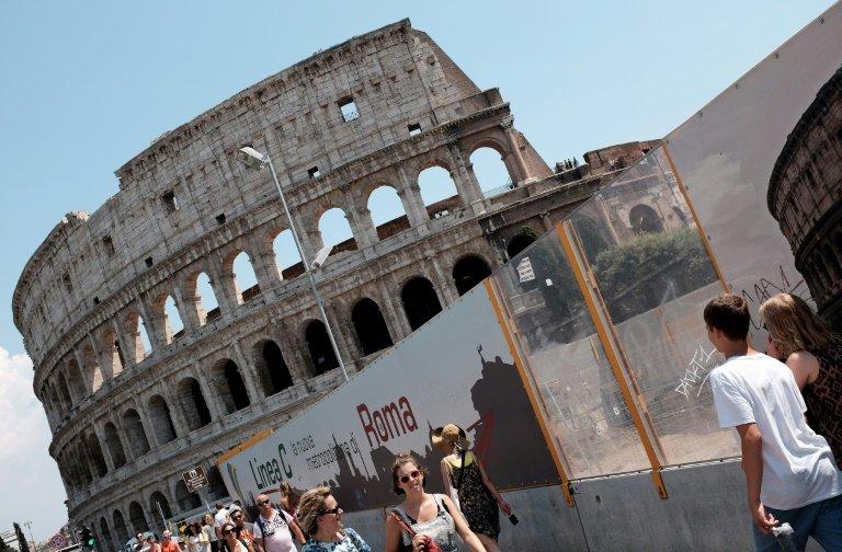 مصارعو القمامة : استخدام السجناء لتنظيف كولوسيوم روما