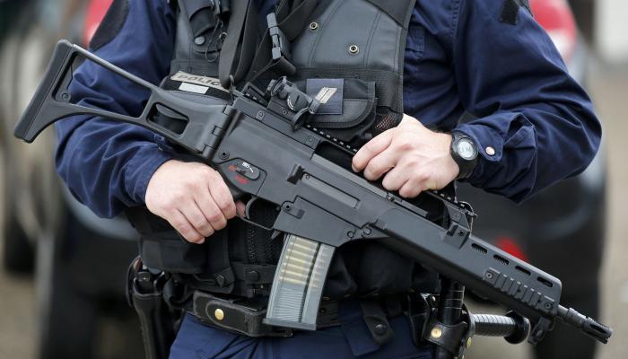 احتجاز مصري على صلة باتهامات إرهابية في فرنسا