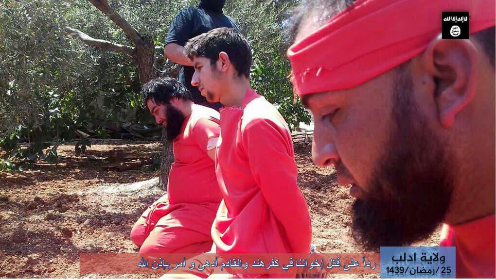"""تنظيم """"داعش """" في إدلب يعدم ذبحا  3 من """"هيئة تحرير الشام"""""""
