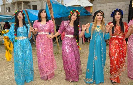 مصممة أزياء بصعيد مصر تستعد لعرض مجموعتها الأولى